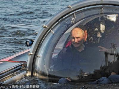 普京乘坐一艘豪华潜水艇下潜到60米深海底