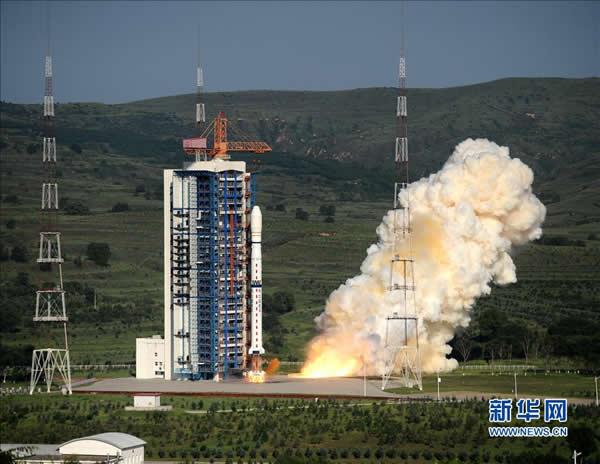 """中国""""一箭三星""""发射3颗技术科学试验卫星"""