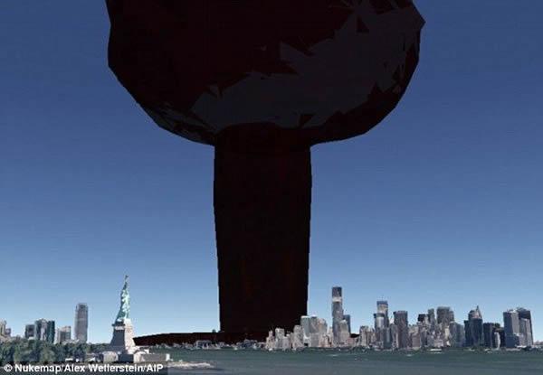 这张图片显示了从纽约港观看曼哈顿10千吨的核弹爆炸产生的蘑菇云