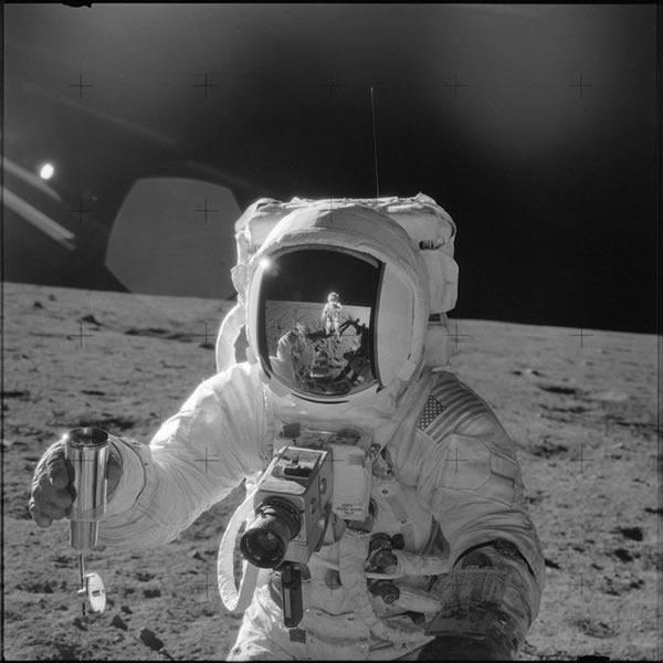 阿波罗12号的宇航员使用哈苏相机拍摄