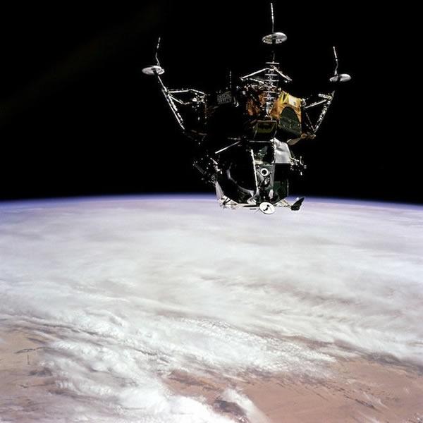 登月装置与地球的合影