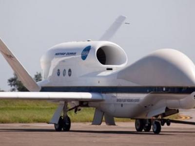 """美国宇航局""""全球鹰""""无人机跟踪大西洋飓风"""