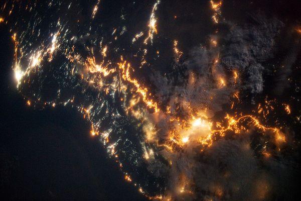 国际空间站宇航员拍摄的沙特阿拉伯西南部海岸线