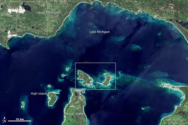 卫星照片展示美国密歇根湖花园岛和猪岛的面貌