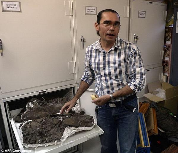 委内瑞拉具有复杂的地质构造,丰富的油田资源证实着曾存在着大量远古生命