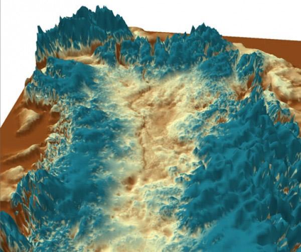 格陵兰冰川下发现一条巨大的峡谷