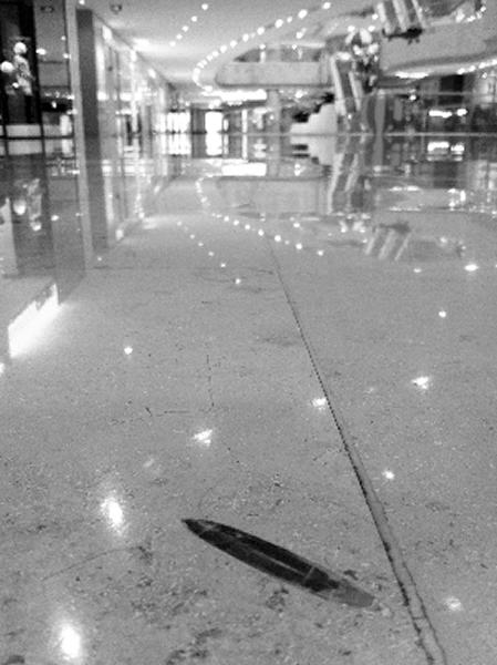 德基地板砖上的箭石