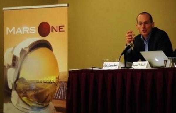 """2013年4月22日,""""火星一号""""组织的CEO巴斯•朗斯多普(Bas Lansdorp)宣布将进行太空任务项目的宇航员选拨工作"""