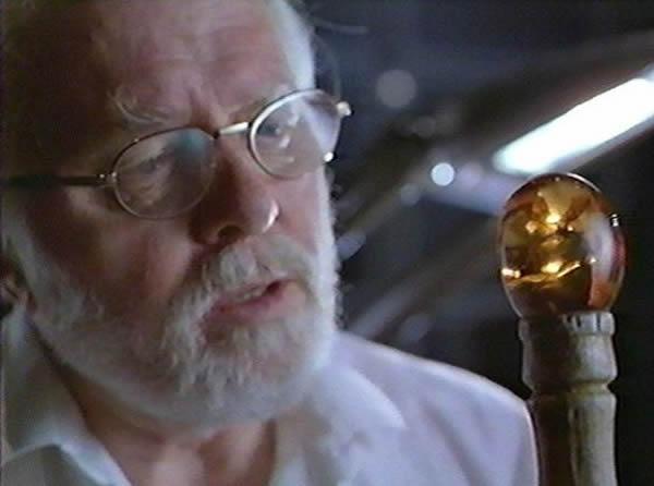 在1993年科幻影片《侏罗纪公园》中,科学家拥有1.3亿年历史的琥珀中昆虫体内提取DNA,而后利用DNA复活恐龙。影片上映前一年,加利福尼亚州的科学家声称从一种