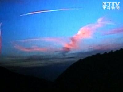 台湾屏东外海惊现不明飞行物