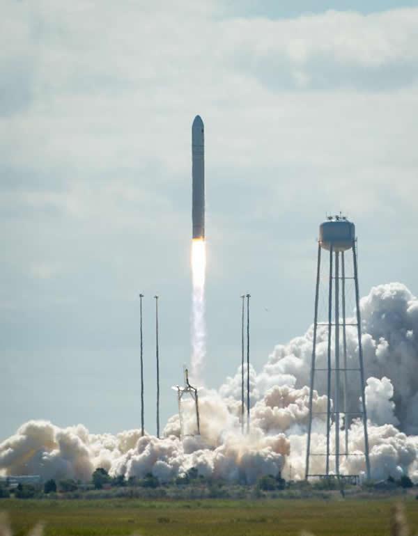 """美国私企""""安塔瑞斯""""号运载火箭搭载着"""""""