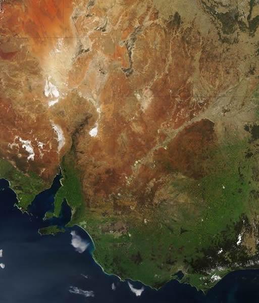 卫星照片显示澳大利亚大陆的南部开始变绿