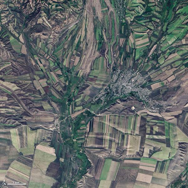 这幅照片显示的是哈萨克斯坦远东地区,靠近中国边境