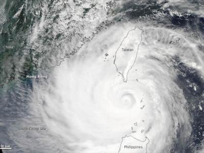 """卫星照片直观展示超级台风""""天兔"""""""