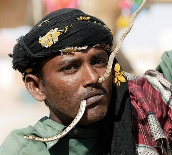巴基斯坦「蛇人部落」的舞蛇绝活