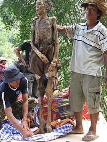 在趕尸儀式前不能有任何人碰觸遺體,否則尸體無法站立行走。