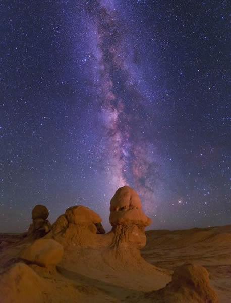 美国犹他州魔怪谷州立公园上空的银河