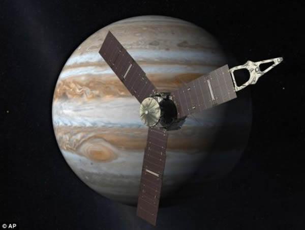 """""""朱诺""""号探测器造价11亿美元,将利用所携带的9种仪器对木星深处进行探测,帮助科学家了解木星的起源"""