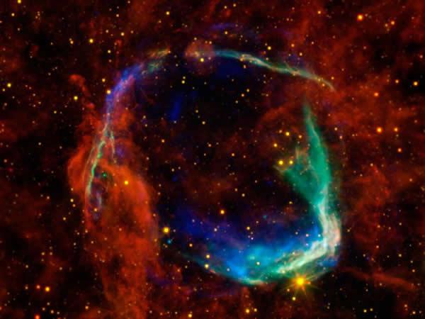 超新星可能朝早期太阳系内喷射了物质