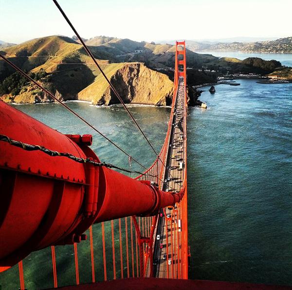 摄影师v农村攀爬美国旧金山金门大桥拍a农村俯瞰农村土地厂房图纸盖图片