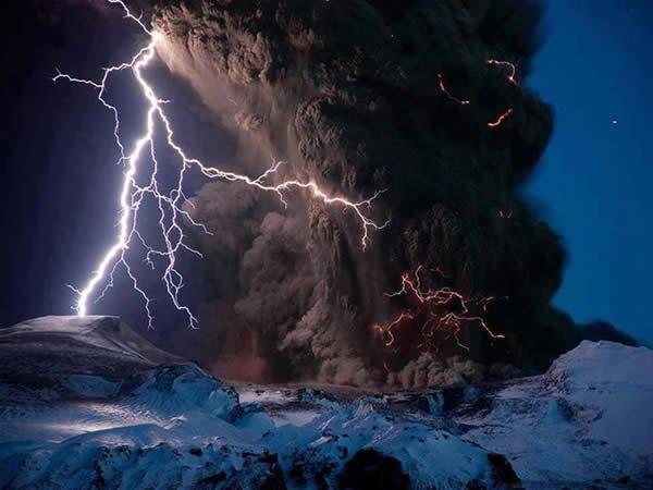 电闪下的冰与火之歌