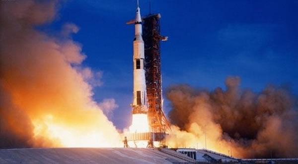 """美国宇航局用来发射""""阿波罗""""系列飞船的""""土星""""五号,它是人类有史以来建造的运载能力最大的火箭,没有之一。"""