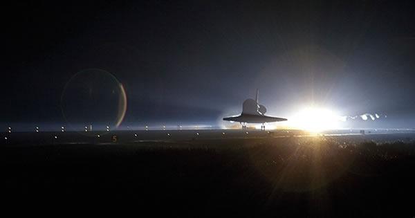 亚特兰蒂斯号航天飞机在2011年7月21日执行完空间站任务返回基地,30年间航天飞机共执行了135次任务。
