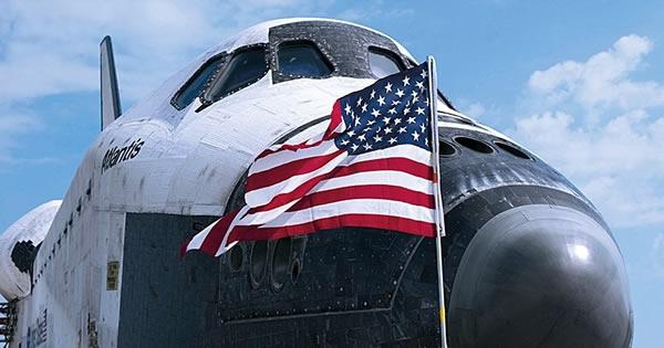 亚特兰蒂斯号航天飞机执行了最后一次任务,结束了航天飞机飞行生涯,目前该航天飞机在肯尼迪航天中心展出。