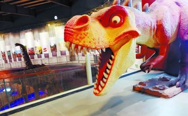 展厅内的恐龙模型
