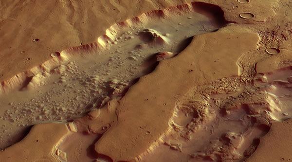 欧洲航天局为庆祝火星快车探测器发射十周年发布火星表面视频