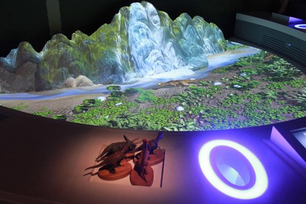 将恐龙模型摆入指定区域就会有相应的3D场景出现