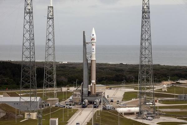 阿特拉斯V型火箭矗立发射台,美东部时间2013年11月18日下午128将发射火星大气与挥发物演化任务探测器