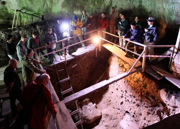 在俄罗斯西伯利亚发现的丹尼索瓦人洞穴