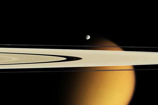 隐藏在土星环中的土卫十一