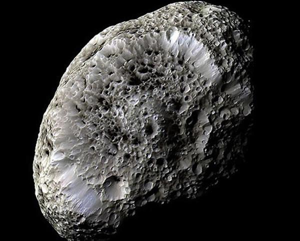 土卫七(Hyperion)看起来像是个海绵