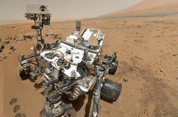 好奇号火星车的自拍特写,集成顶尖设备的好奇号如同一间可移动的行星化学实验室
