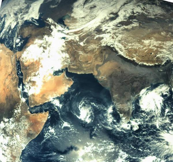 印度首颗火星探测器发回地球照片