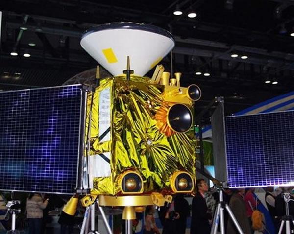 对外展示的中国自主火星探测器模型,可能在2018年发射。头部的圆锥状物体是火星登陆器,由此可见中国火星探测项目的起点设置非常高。