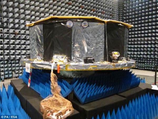 """法属圭亚那的欧洲太空港,""""盖亚""""号的组件正在接受测试。""""盖亚""""号将帮助天文学家揭开两个最大的谜团——暗物质和暗能量"""