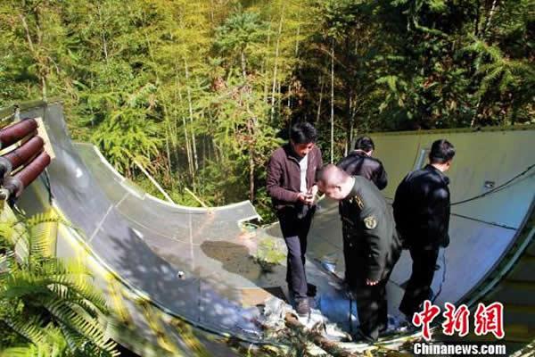 12月2日,江西省遂川县派人来到现场对整流罩进行详细的定位和勘探。