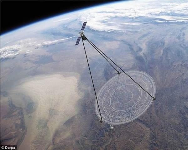 """艺术概念图,展示了美国五角大楼研制的名为""""薄膜型光学即时成像器""""(MOIRE)的巨型间谍卫星。MOIRE卫星一次可覆盖40%的地表区域,能够在任何时间传输世界上"""