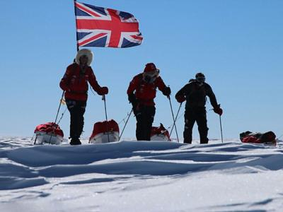 英国哈里王子和南极探险队终于登顶南极