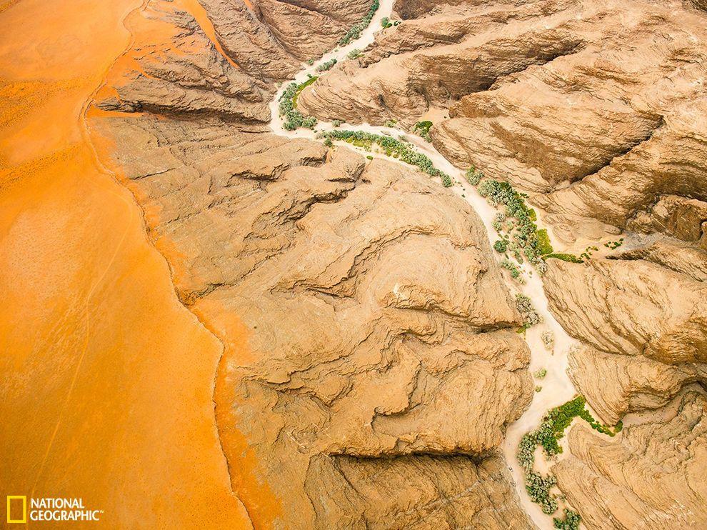 从空中俯瞰非洲纳米比亚境内纳米布沙漠的壮丽景观