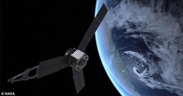 朱诺探测器拍摄地球月球的独特视野