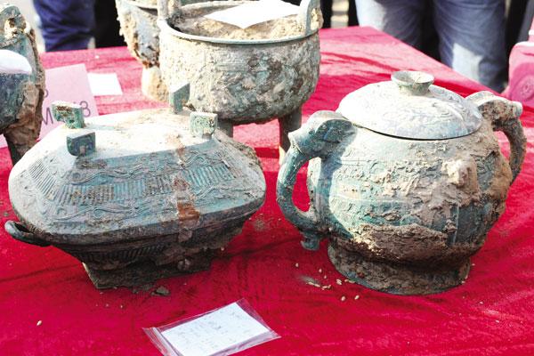 宝鸡石鼓山考古发掘出西周众多青铜器