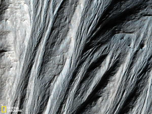 火星上复杂的沟壑系统