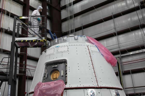 """""""龙""""式无人驾驶货运飞船将对国际空间站进行补给"""