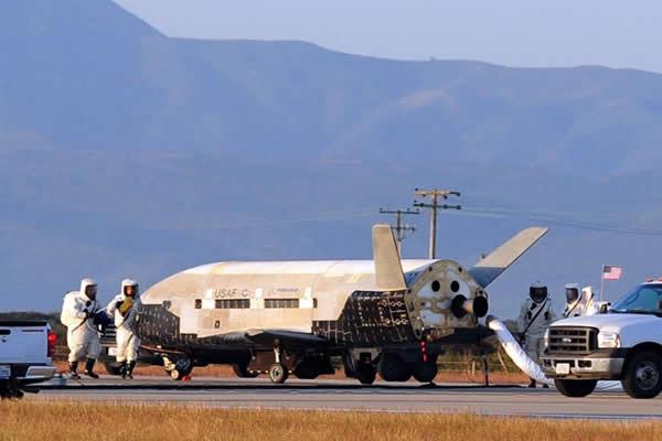 X-37B是一种小型航天飞机,可快速进入轨道进行作战