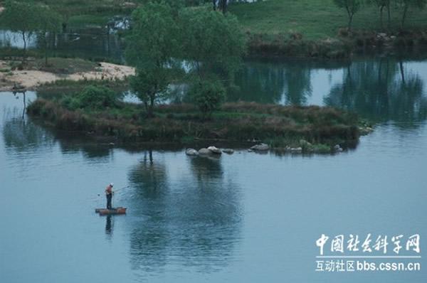 中国河南铜山湖水怪