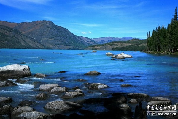 中国新疆喀纳斯湖水怪